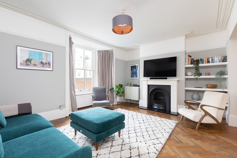 2 Bedroom Central Seaside Apartment with Terrace, holiday rental in Shoreham-by-Sea