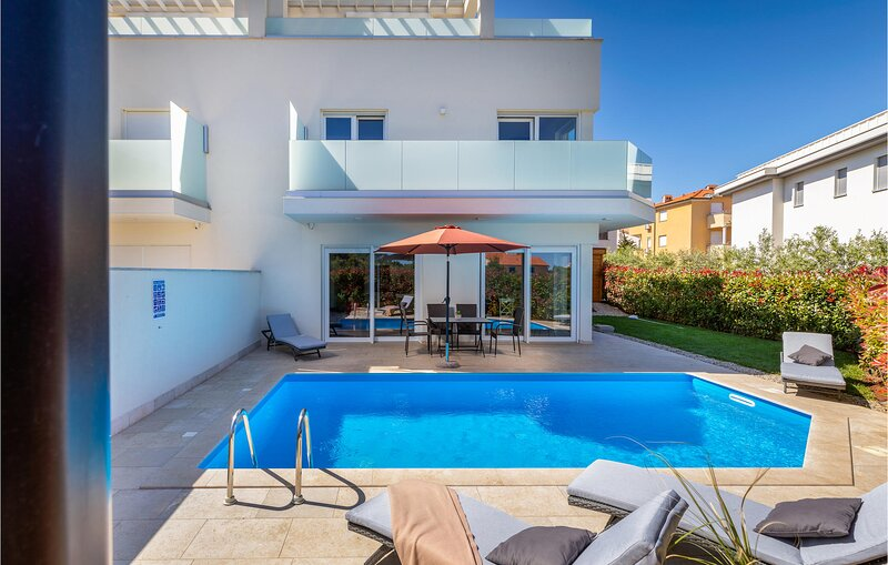 Beautiful home in Premantura with Outdoor swimming pool and 3 Bedrooms (CIA300), holiday rental in Premantura