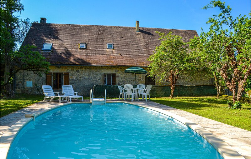 Awesome home in Saint Rabier with Outdoor swimming pool and 4 Bedrooms (FAD422), holiday rental in Granges d'Ans