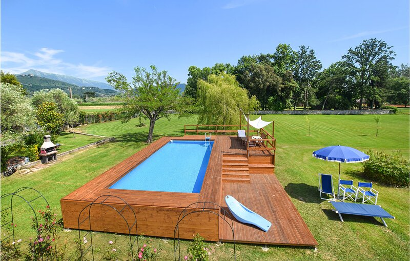 Stunning home in Pietrasanta with Outdoor swimming pool, WiFi and 4 Bedrooms (IT, holiday rental in Capezzano Pianore