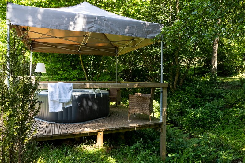 Mill Garden Lodge - Romantic Getaway with hot tub (on request) - Forest of Dean, vacation rental in Ruardean