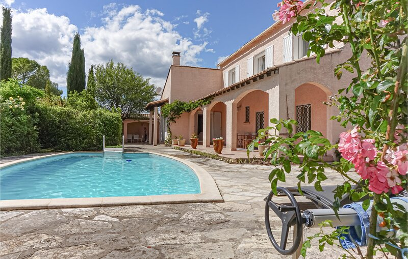 Nice home in Les Matelles with Outdoor swimming pool, WiFi and 4 Bedrooms (FLH36, holiday rental in Saint-Martin-de-Londres