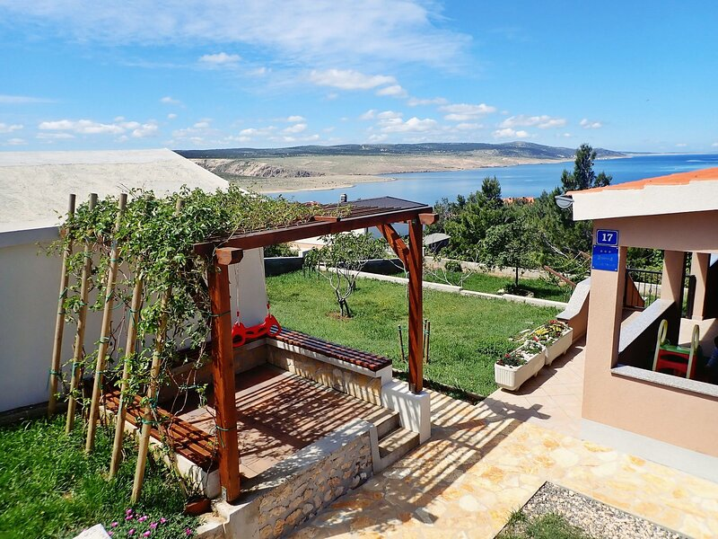 Apartment BOREAS-with panoramic view to the sea and Velebit, holiday rental in Lovinac