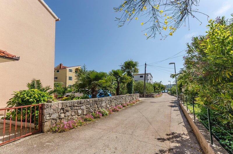 Apartments Bella Vista, holiday rental in Prvic Sepurine