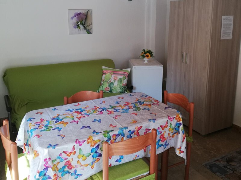 Appartamento centralissimo zona terme 100mt dal mare, holiday rental in Trinitapoli