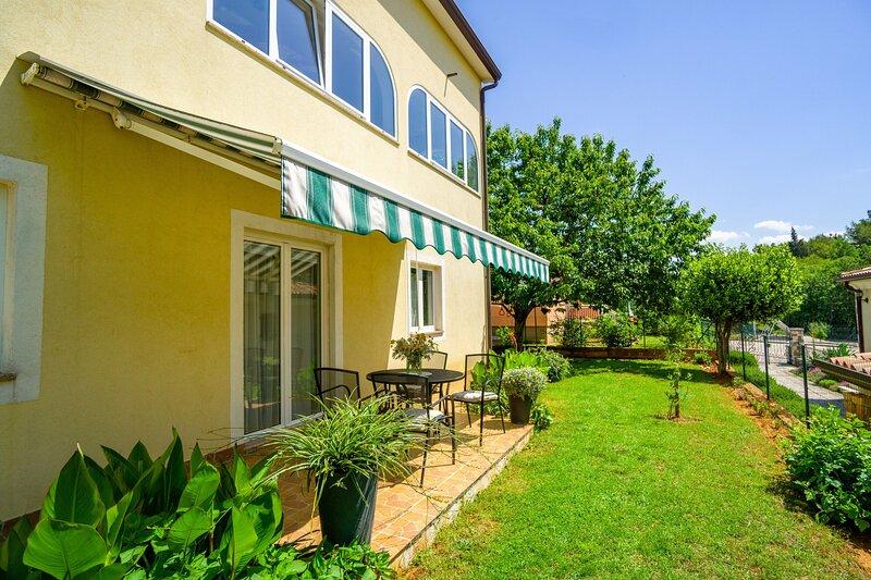 Apartments BOZICA, holiday rental in Sveta Marija Na Krasu