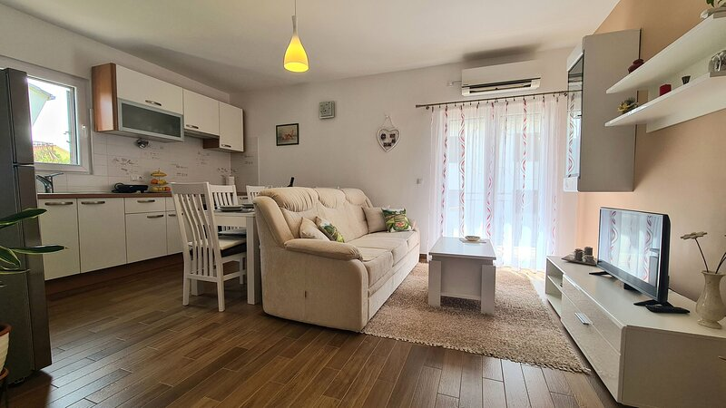Apartment Antonia, holiday rental in Rudina