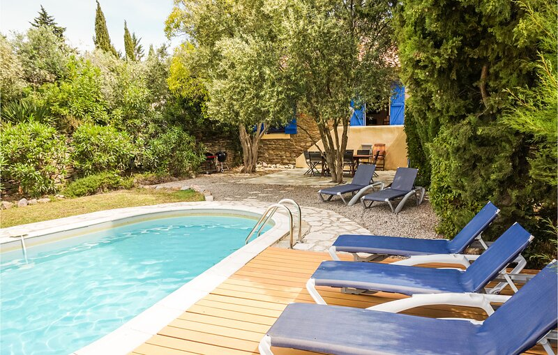 Amazing home in Siran with Outdoor swimming pool, WiFi and 4 Bedrooms (FLH358), location de vacances à Siran