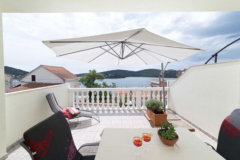 Apartments Petranić, holiday rental in Tijesno