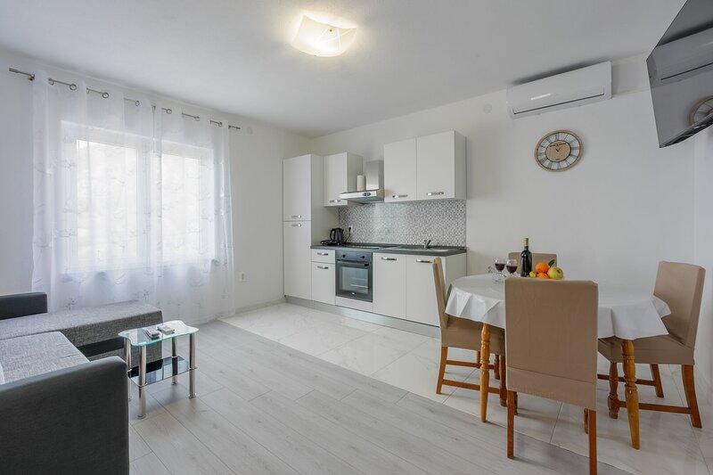 Apartments Malina, holiday rental in Lokva