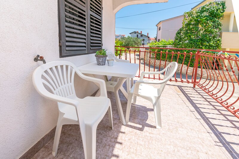 Apartments Nena, holiday rental in Podglavica