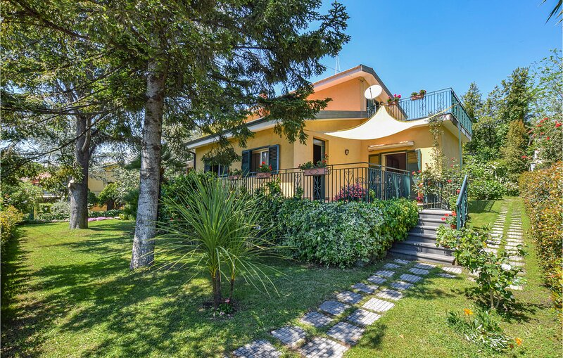 Beautiful home in Trecastagni with WiFi and 3 Bedrooms (ISC102), holiday rental in Tremestieri Etneo