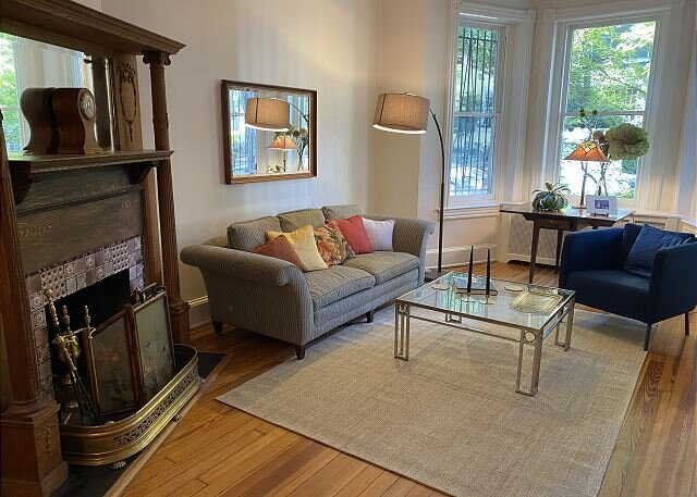 Grand Dame on quiet street in East Village, holiday rental in Arlington