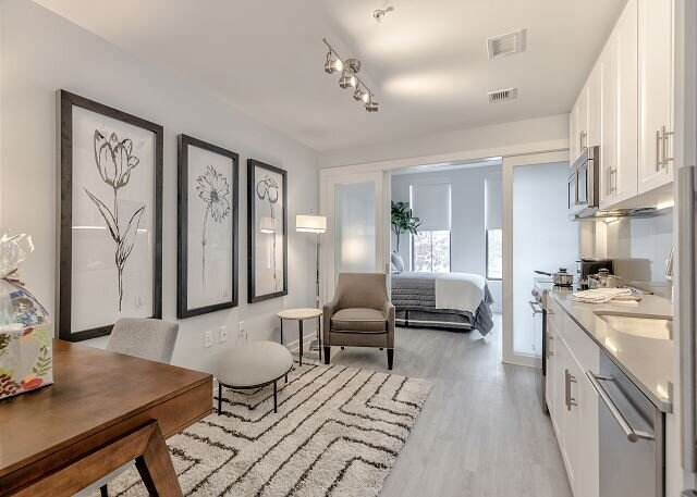 Amenity-rich, fantastic Pennsylvania Ave location, walk to everything!, holiday rental in Suitland