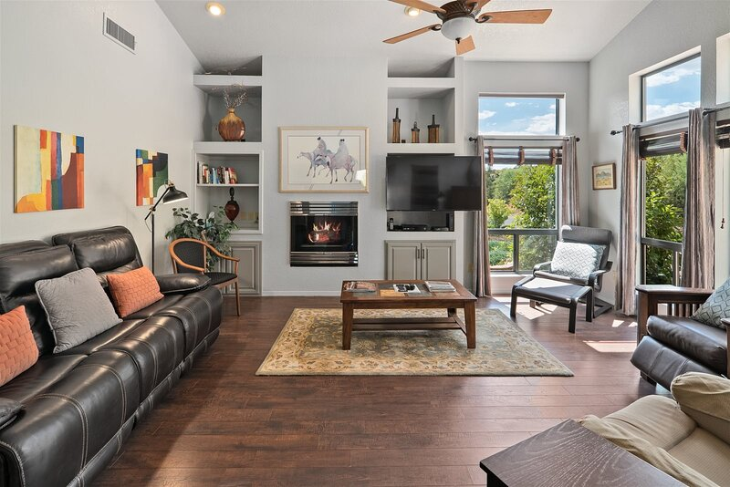 Beautiful Home with Great Views with Private Hot Tub - S049, vacation rental in Village of Oak Creek