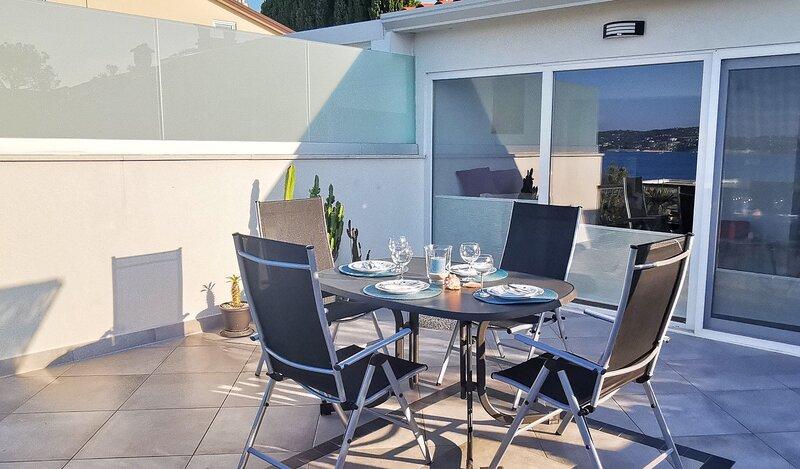 Apartment Karmen sa pogledom na more, holiday rental in Kanegra
