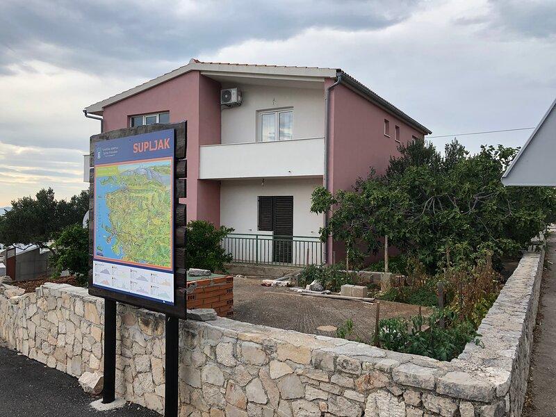 Apartment Conte Cikara, alquiler vacacional en Zecevo