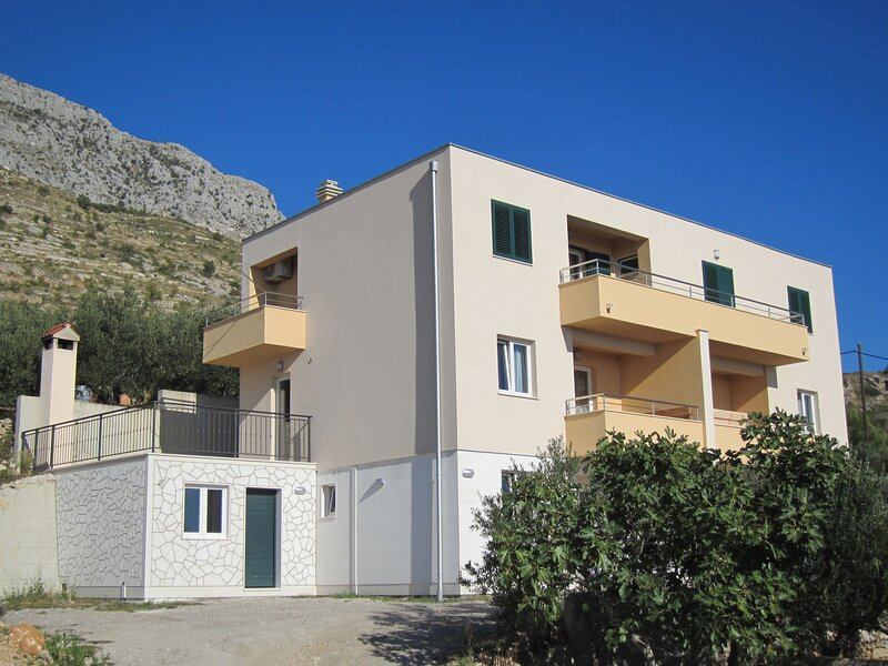Apartments Rejo, vacation rental in Tugare