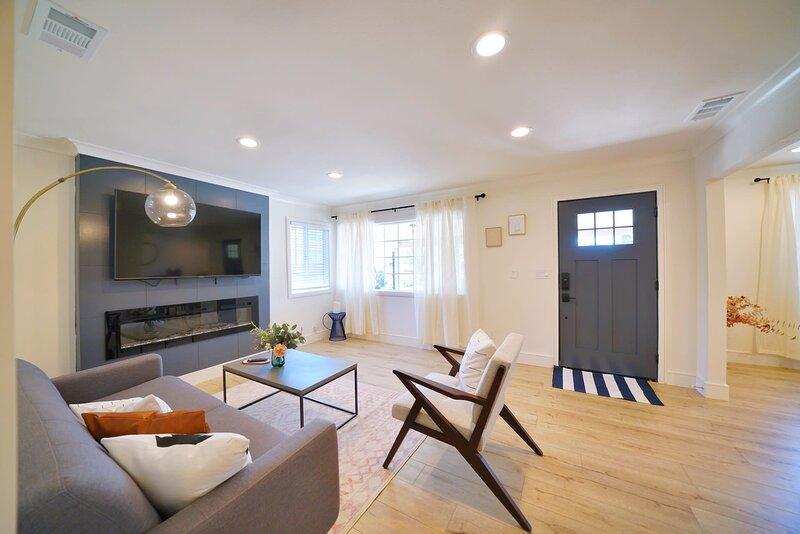* Marbella Lane - Vibrant 4BR RWC | Ldry + P, holiday rental in Atherton