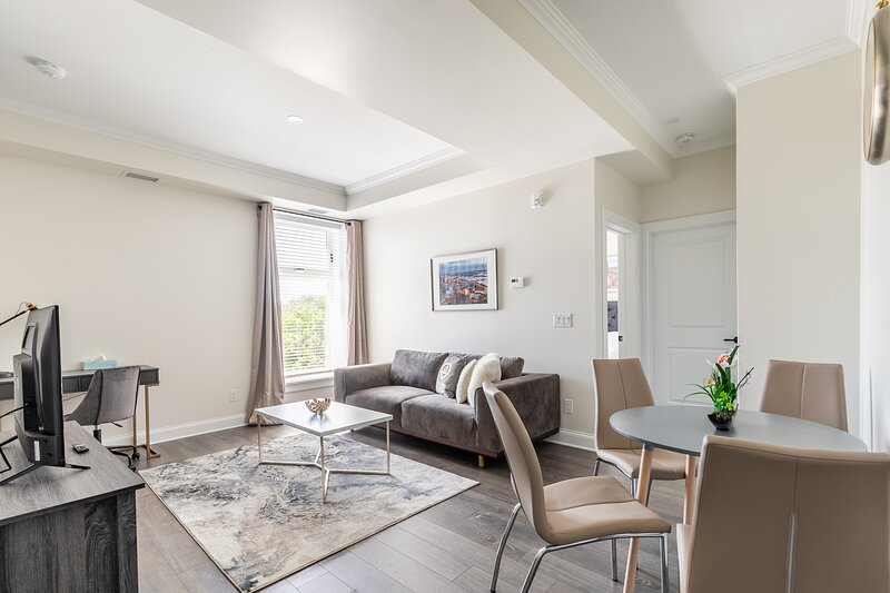 Simply Comfort. Rideau Comfort 1Br Apartment Free Parking, holiday rental in North Grenville