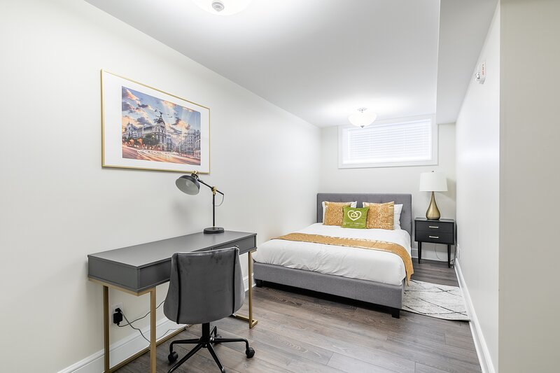 Simply Comfort. Rideau Comfort 2BD 1BA Apartment. Free parking, holiday rental in North Grenville