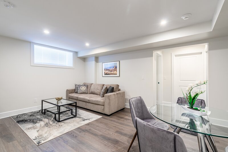 Simply Comfort. Heritage Rideau 2Br Apartment. Free Parking, holiday rental in North Grenville