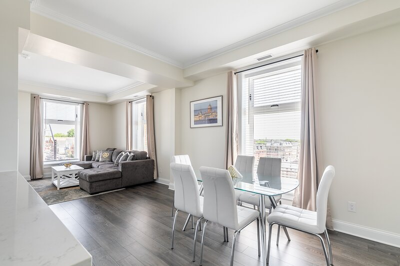Simply Comfort. Rideau 2Br Signature Apartment Free Parking, holiday rental in North Grenville