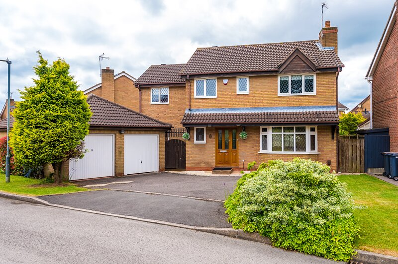 6 bedroom spacious house - Nuneaton, holiday rental in Atherstone
