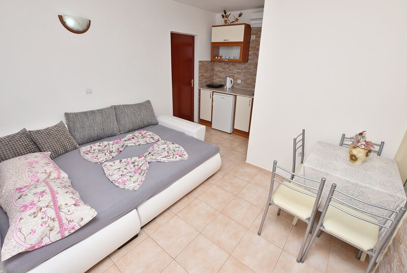 Apartments and Rooms Villa Mia, holiday rental in Ada Bojana