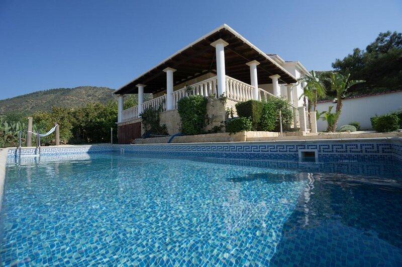 Pomos Harbourbiew Villa, alquiler vacacional en Kato Pyrgos