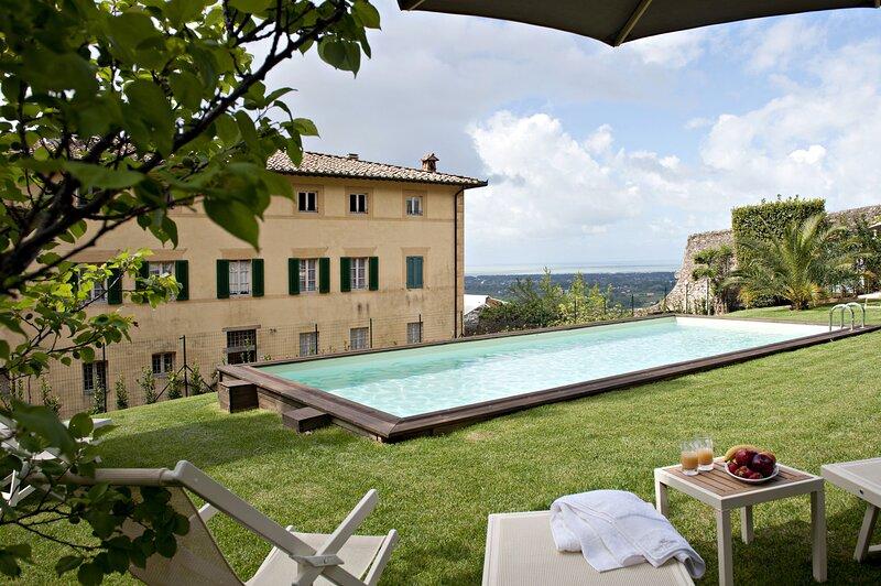 Villa Camaiore with a fantastic view, holiday rental in Monteggiori