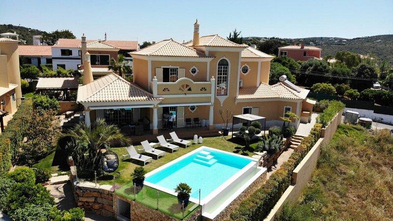 Casa Das Palmeiras - Loule - Algarve, holiday rental in Alfarrobeira