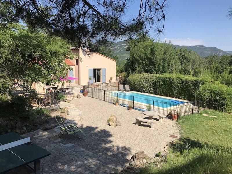 Soubes Villa Sleeps 8 with Pool and WiFi - 5890804, alquiler vacacional en La Couvertoirade