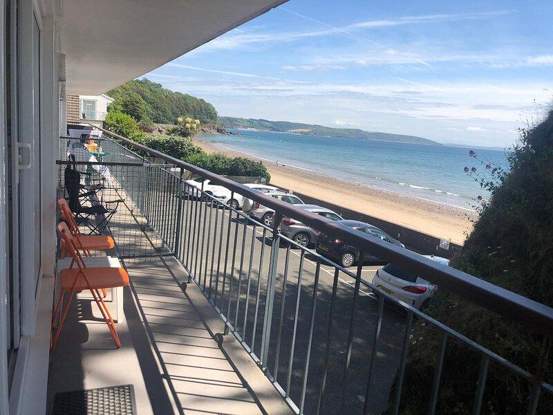 Beach Front Apartment, Spectacular Views, Parking, Balcony, Direct Beach Access, aluguéis de temporada em Saundersfoot