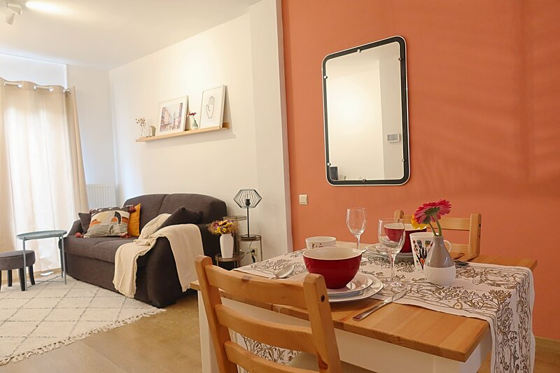 Peaceful studio with a private city garden in the historical center, vacation rental in Antwerp