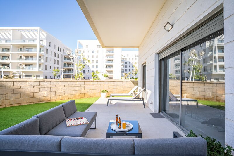 Deluxe Apartment in Achziv with Private Garden Area, vacation rental in Nahariya