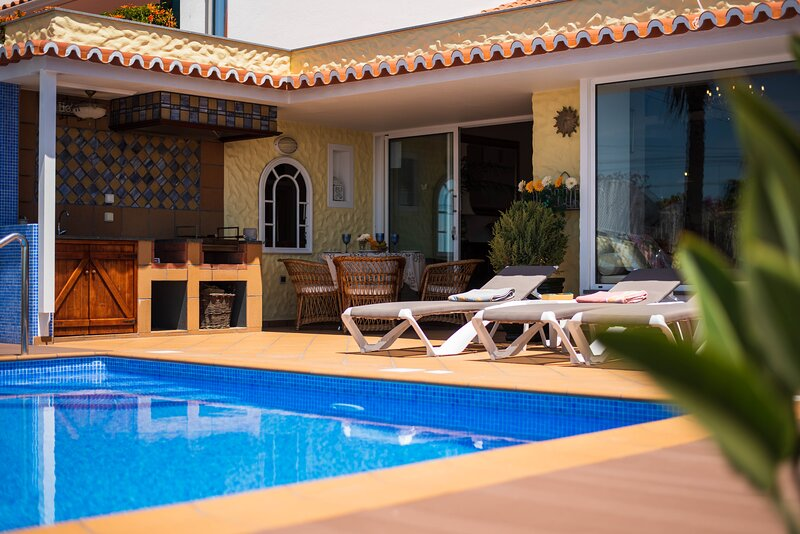 Sea View Vila - private swimming pool and sea views, holiday rental in Canico
