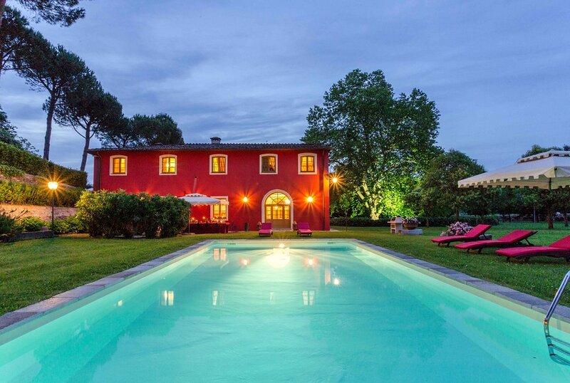 Villa Augustine, Ferienwohnung in Barga