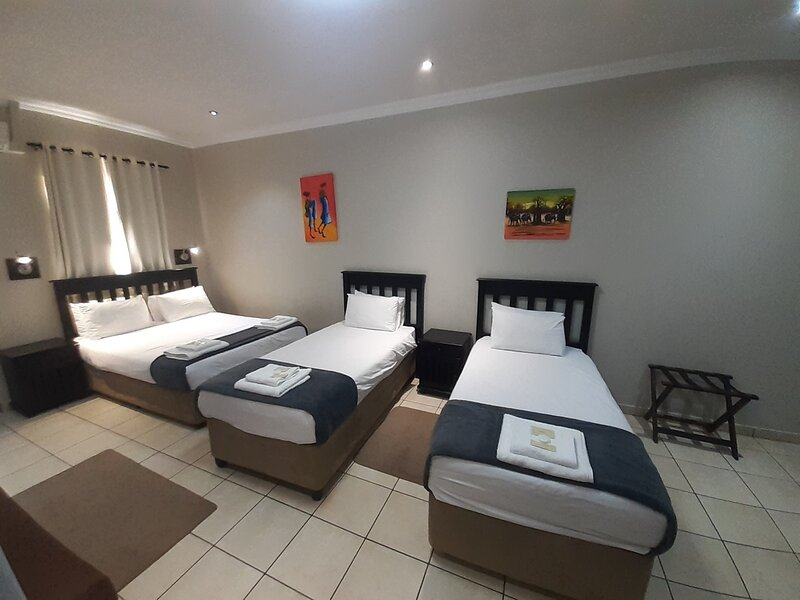 Towers Lodge is a guest lodge with 22 x luxuary rooms, holiday rental in Germiston