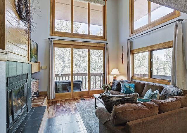 Sophie's Chalet: Cozy Townhome, One Car Garage, Free Shuttle Stop to Town, vacation rental in Breckenridge