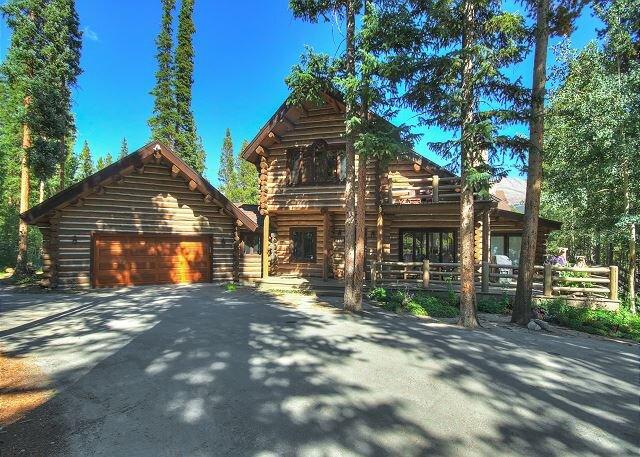 6,000 Square-Foot Log Retreat in a Peaceful Setting - Pool Table and Hot tub, alquiler de vacaciones en Breckenridge