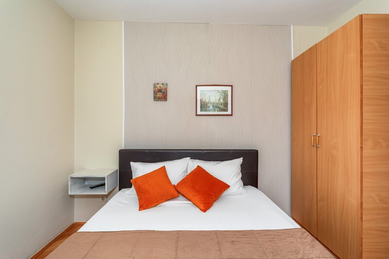 Apartments Pod Lozom with Seaview -One Bedroom Apartment, alquiler vacacional en Petrovac
