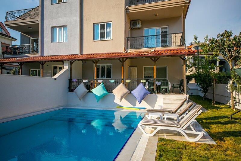 Villa Smyrna Marmaris Daily Weekly Rentals, holiday rental in Armutalan