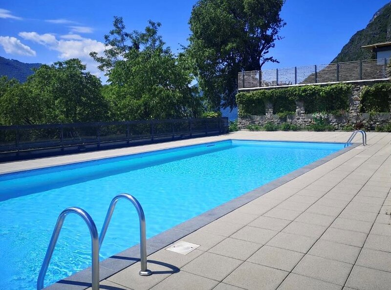 Nice Holiday apartment with swimming pool, vacation rental in Carlazzo
