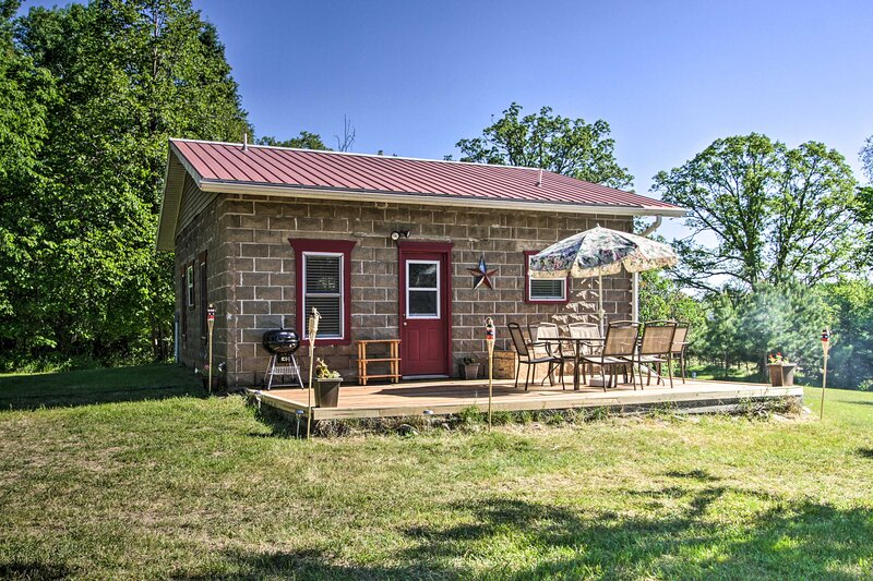 NEW! Rural Pine River Cabin: Fire Pit + ATV Trails, holiday rental in Backus