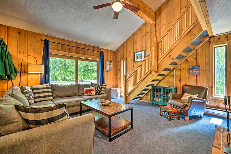 NEW! Dover Townhome < 5 Miles to Hiking & Skiing!, holiday rental in South Newfane