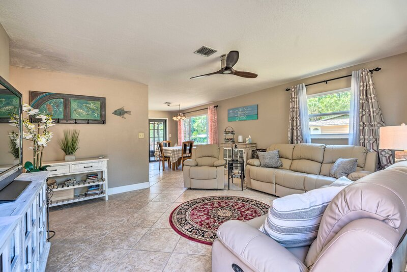 NEW! Lakefront Hernando Home w/ Private Boat Ramp!, holiday rental in Citrus Springs