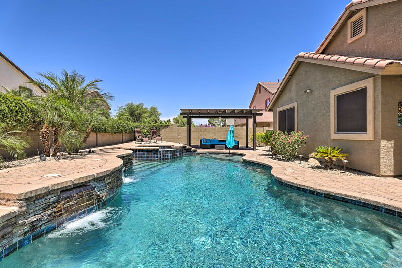 NEW! Desert Retreat w/ Outdoor Oasis + Pool Table!, holiday rental in Litchfield Park