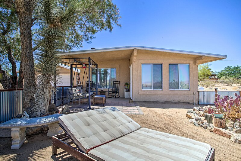 NEW! Funky & Colorful Desert Abode by Joshua Tree, holiday rental in Landers