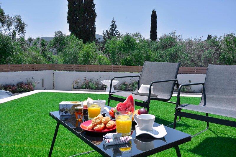 Villa Bratou *Terra*, holiday rental in Agios Ioannis Peristeron